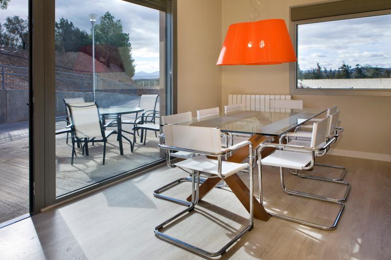 Suite 5+3 pax-RuralSuite Hotel- apartamentos, vacation rental in Ainzon