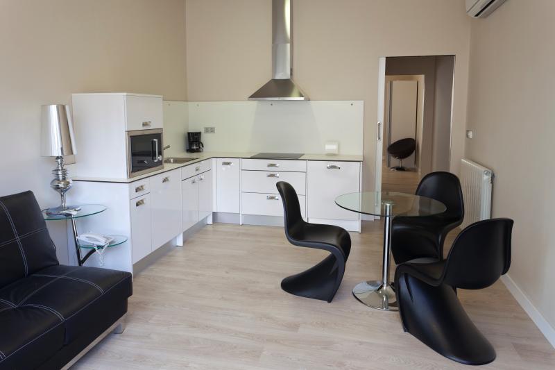 Suite 2 +1pax- RuralSuite Hotel Apartamentos, vacation rental in Ainzon