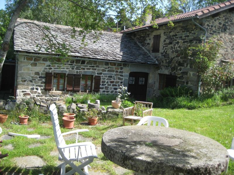 Charming farmhouse in Meygal region, holiday rental in Saint-Hostien