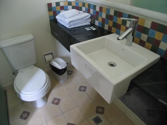 Badezimmer mit Marmor counter