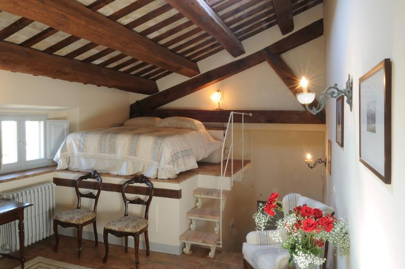 Studio Apartment - Palazzo Morichelli d'Altemps, holiday rental in Sant'Angelo In Pontano