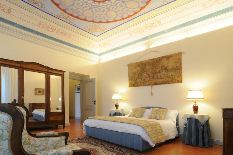 Luxury one Bedroom Apartment/suite, Ferienwohnung in Santa Maria d'Alto Cielo