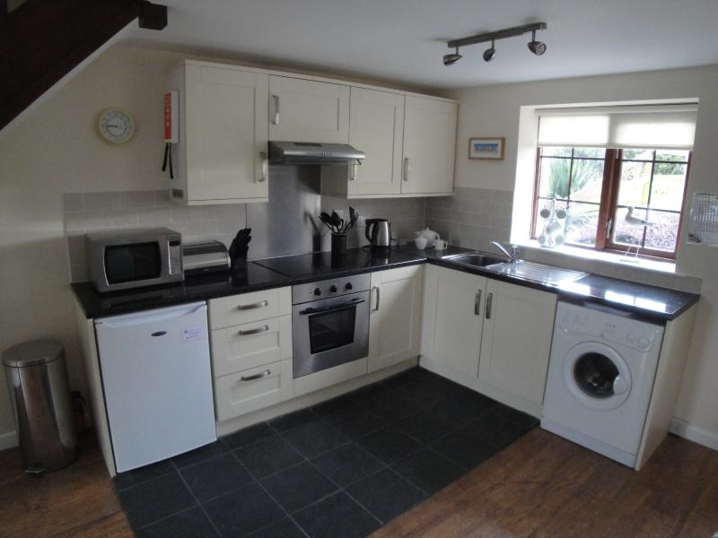 Newly fitted luxury kitchen with fridge (& freezer compartment), microwave, washing machine, etc