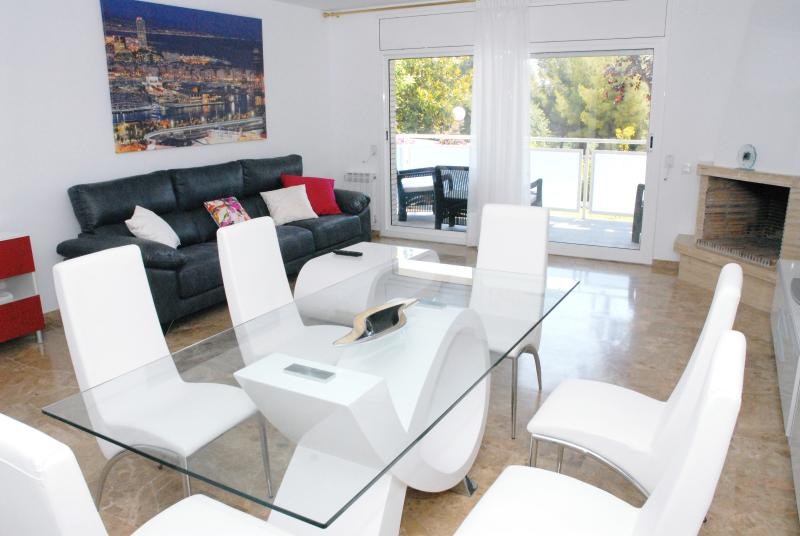 Child-friendly house with pool in Sitges, holiday rental in Garraf