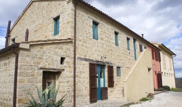Appart. 80 mq in colonica ristrutturata, Marche, vacation rental in Angeli Stazione