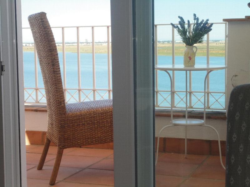 Adosado con magnificas vistas al río Guadiana y Portugal.