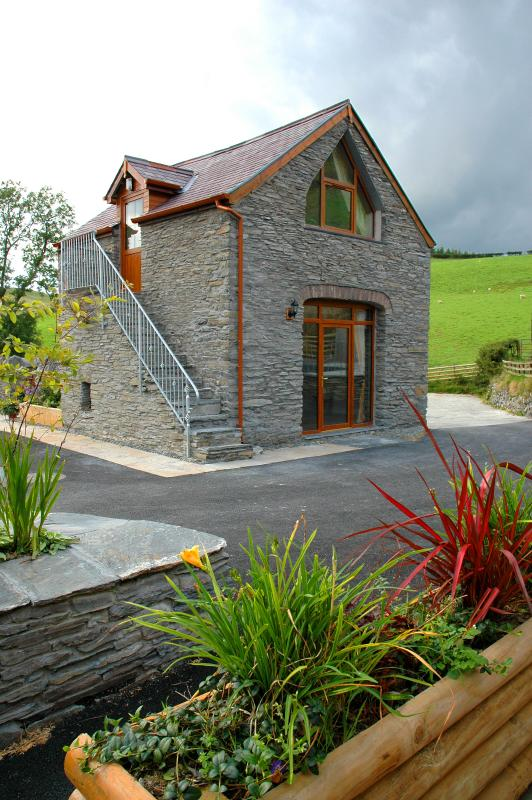 Beautiful detached  cottage on a traditional farm - ideal for a romantic break in the hills of Wales