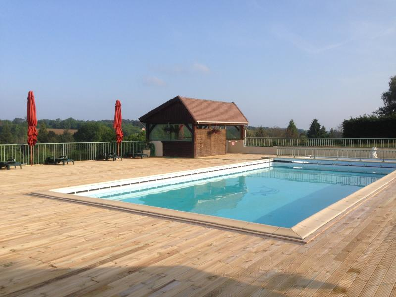 Studio - Piscine - Idéal couple, vacation rental in Archignac