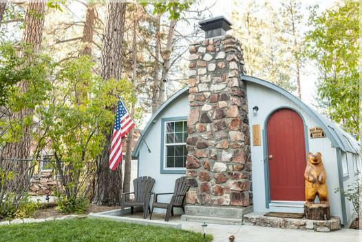 Big Bear Quonset Lodge, vacation rental in Big Bear City