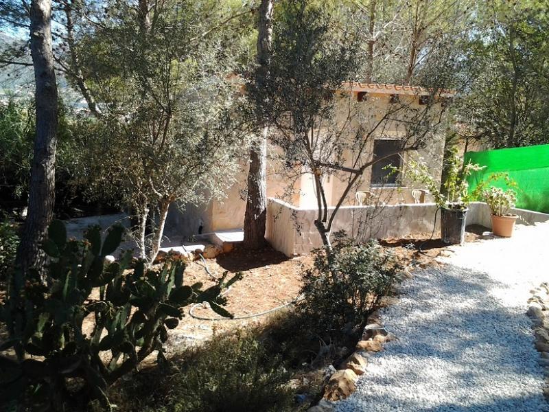 Finca Rustica Jalon Alicante Spanje met AIRCO en zwembad gedeeld., location de vacances à Llosa de Camacho