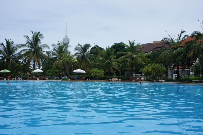 Budget One Bed Apt- FREE Electric-WiFi-Cable TV, holiday rental in Pattaya