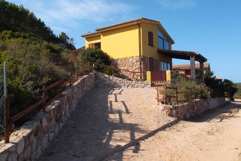 Villino immerso  nella macchia mediterranea, casa vacanza a Sant'Antioco
