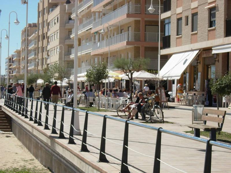 Guadamar Promenade lovely cafes and market stalls to browse