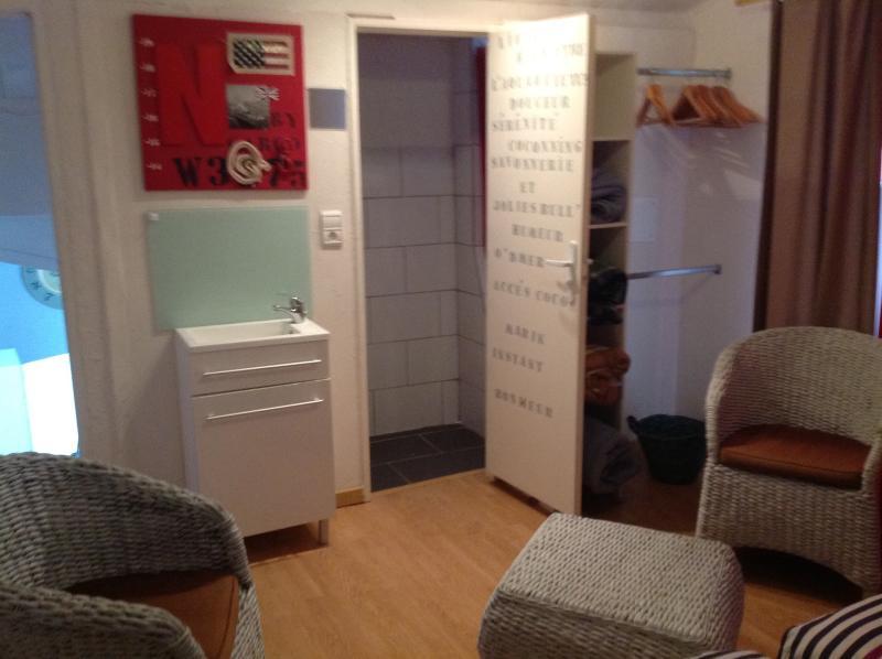 Salle d eau attenante à la chambre avec douche