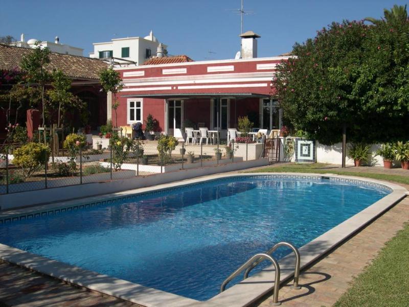 Vista terraço de estar virado un para sul a piscina