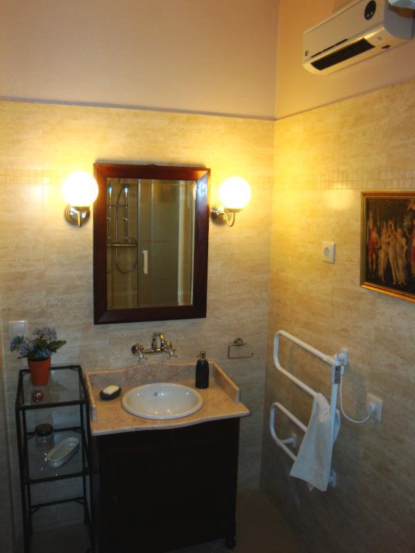 Vista parcial de uma das casas de banho