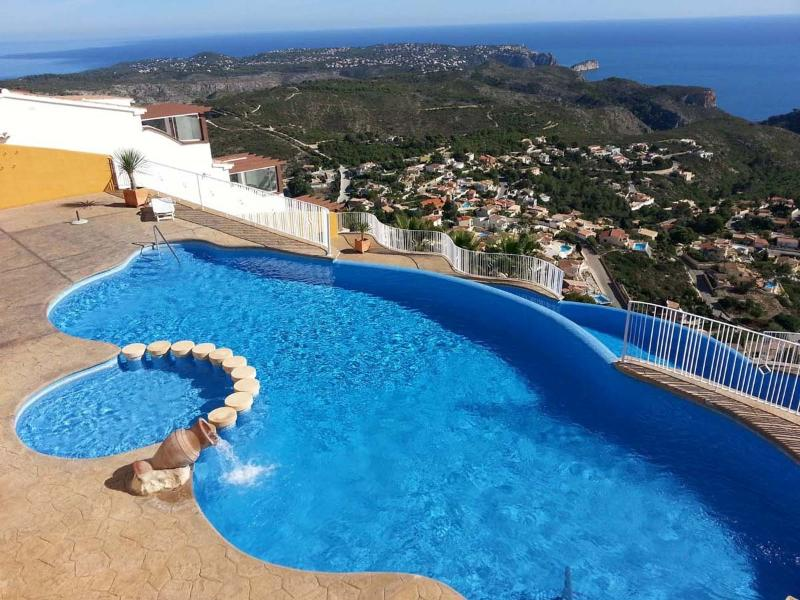 Community pool on 2 levels overlooking the Mediterranean Sea