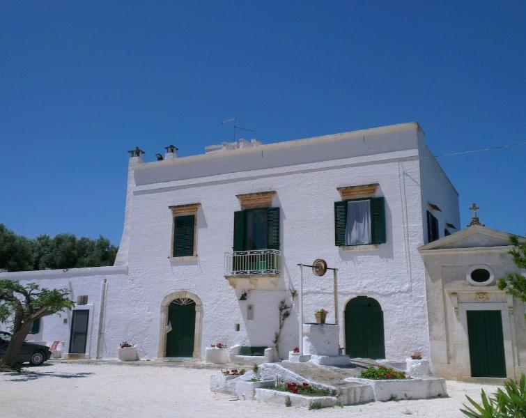 Stay at our authentic 18th century masseria between Ostuni and the sea