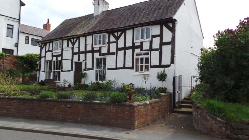 1601 cottage in picturesque Cheshire village 8 miles from historic city of Chester