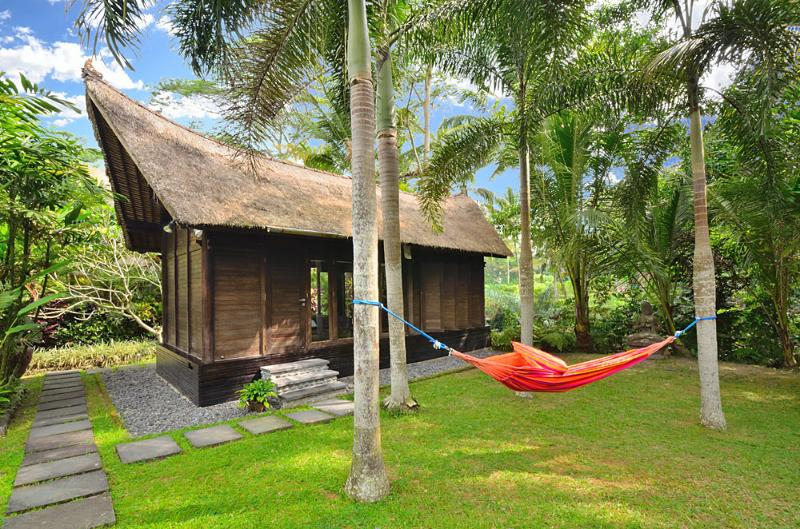 Unique Bali Villa Style with Pool Overlooking to Valley near Ubud, casa vacanza a Gianyar