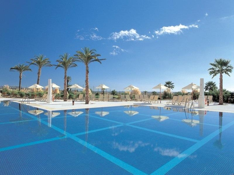 Hotel pool/bar/restaurant- 5 mins walk