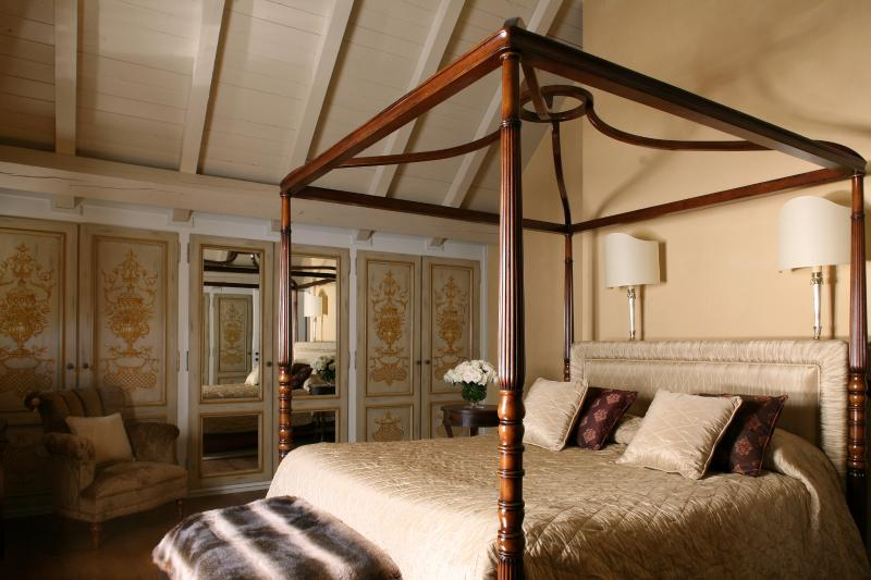 Master bedroom (top floor) with private bathroom with bathtub and separate large walk-in shower.