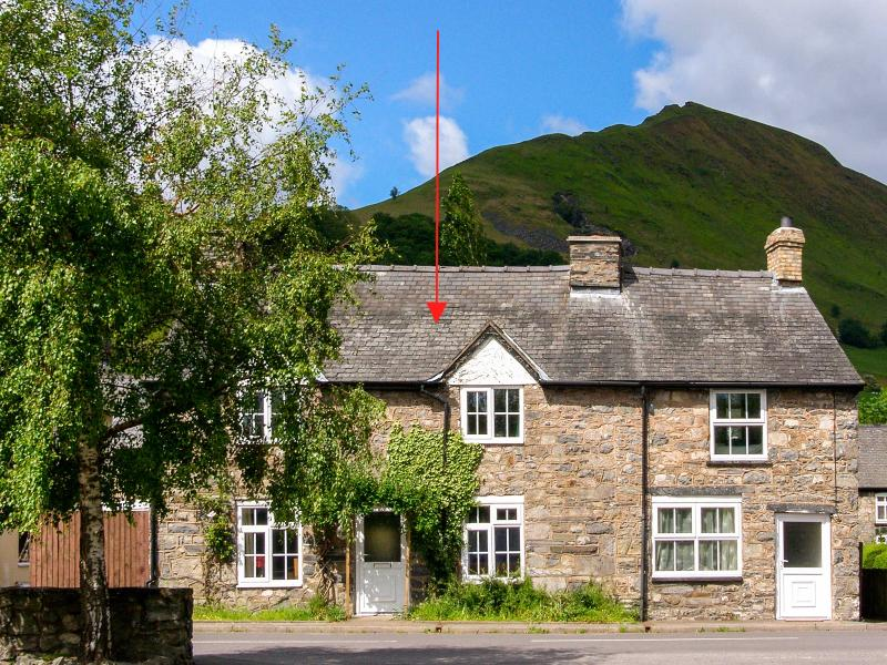 GLOUCESTER HOUSE, pet-friendly cottage with woodburner, close cycling and, holiday rental in Llanwddyn