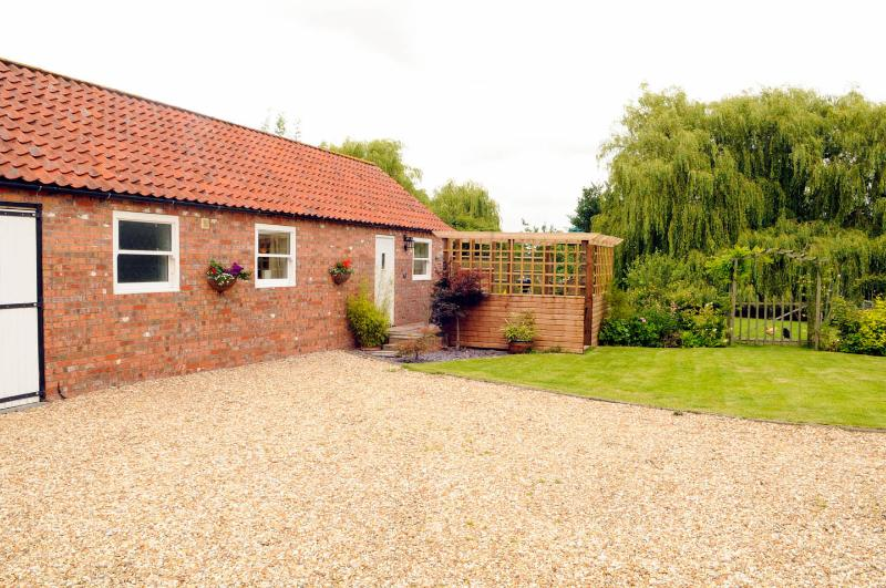Church Farm Cottage with private hot tub, aluguéis de temporada em Lincoln