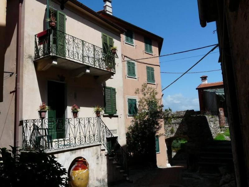 Casa Anna,nice lodging in Montemarcello,medieval village, pedestrian only, holiday rental in Avenza