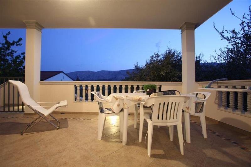 Lovely House with Balcony, location de vacances à Baska