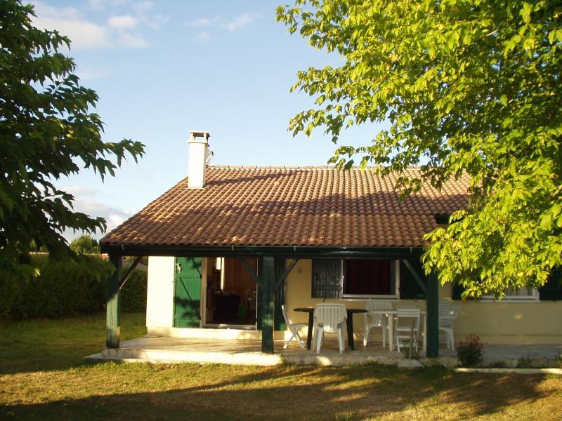 Agréable maison à Sainte Hélène dans le Médoc, vacation rental in Sainte-Helene