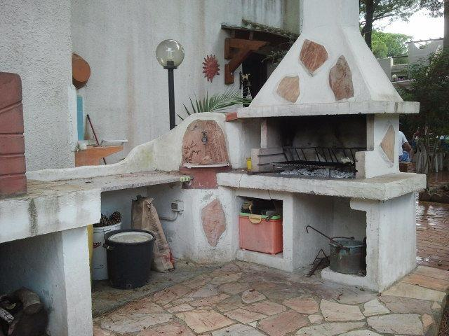 barbecue with wood-burning oven Italian with the Woodshed