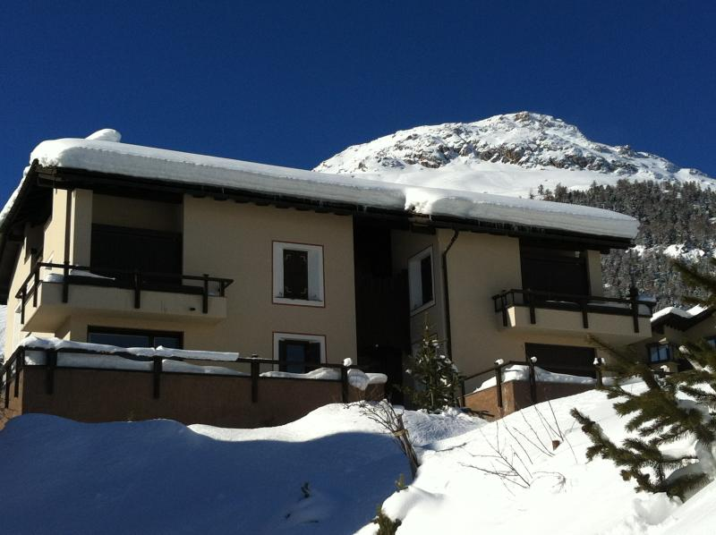 Celerina: bright house with enchanting view, Ferienwohnung in Graubünden