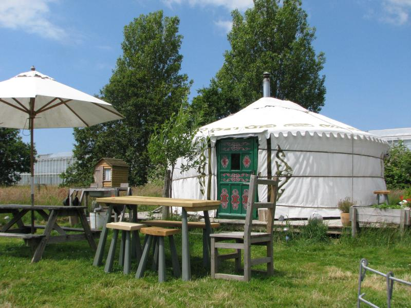 Yurt in a Field, holiday rental in Earnley