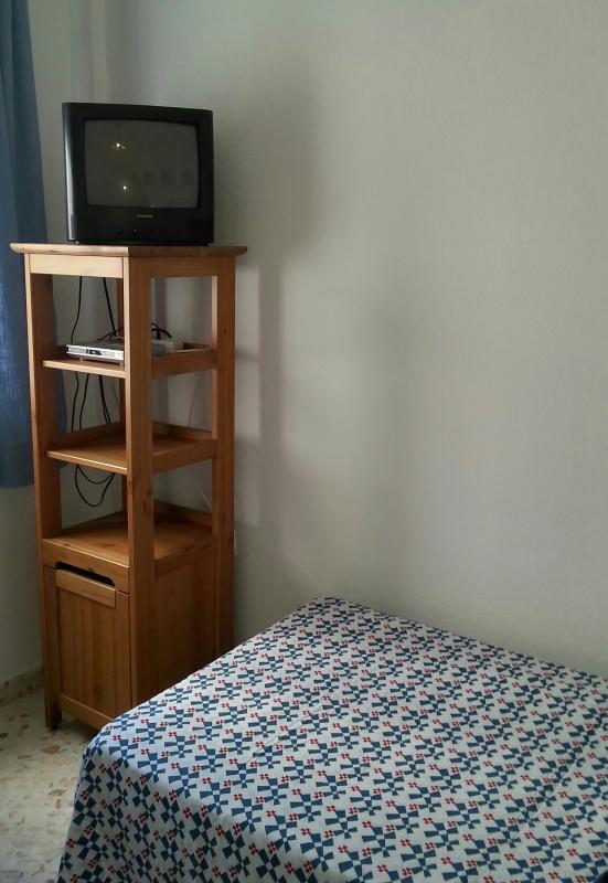 Detalle en dormitorio de dos camas de  90cm.