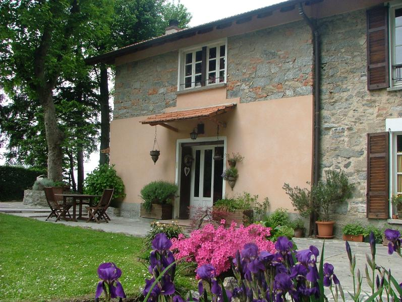 romantic house in the wood with a spectacular view, holiday rental in Como