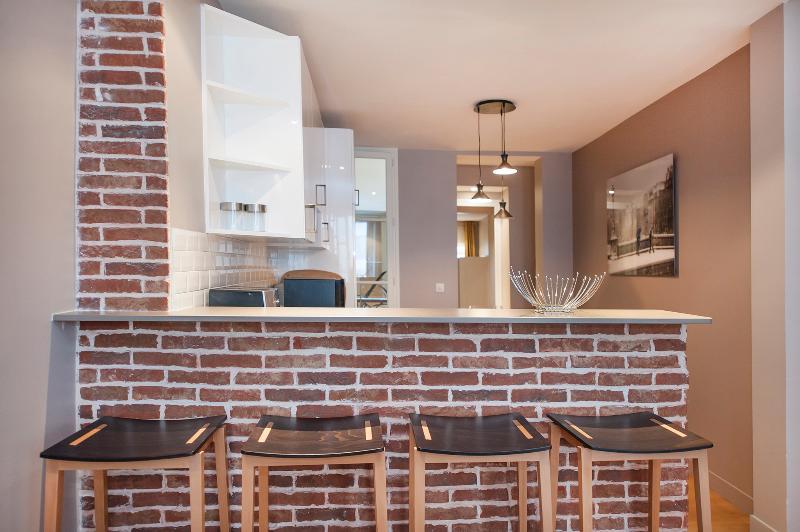 Bar da cozinha com 4 cadeiras