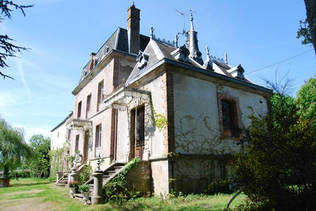 Limousin - Mini Chateau in St Sulpice les Feuilles, vacation rental in Saint-Sornin-Leulac