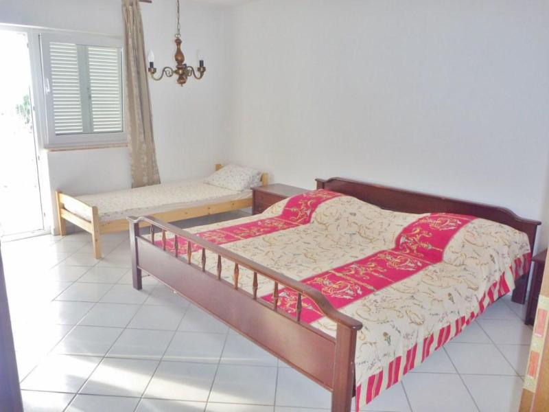 Apartment for 10 bye the sea, holiday rental in Dugi Rat
