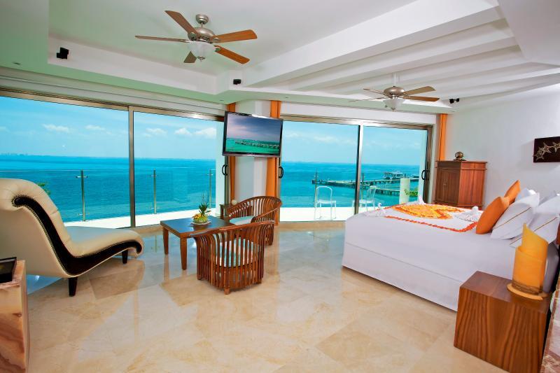 Casa Delfines - Private Luxury, Exclusive Service, holiday rental in Isla Mujeres