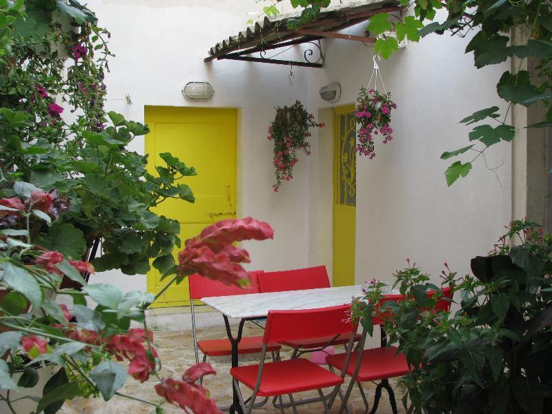 Traditional Village House1 + Wi-Fi Sea Walks Relax, holiday rental in Agios Gordios
