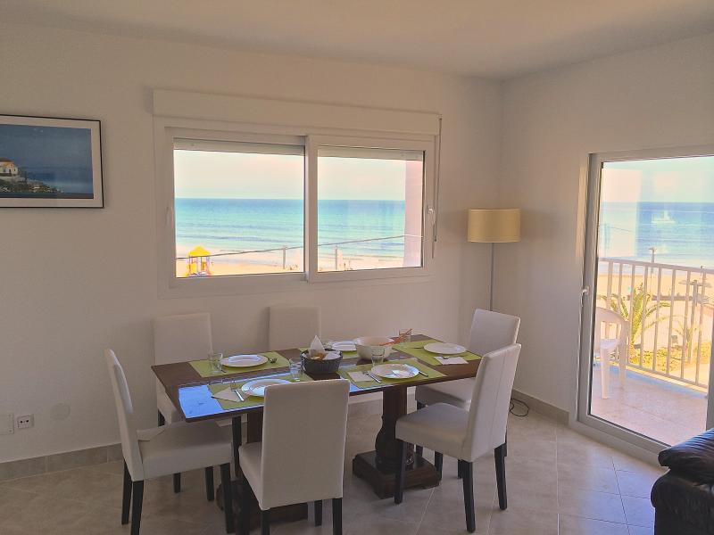 Primera linea real. Mar, sol, playa. Precioso !, holiday rental in Oropesa Del Mar