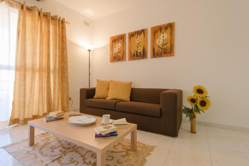 Manor Court Apartment, vacation rental in Bahar ic-Caghaq
