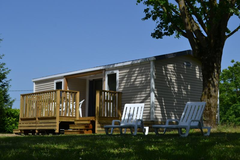 a beautiful mobile home lulled by birdsong