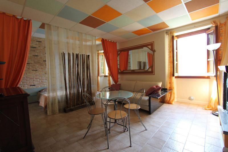 Lovely studio with lake view and easy beach access, holiday rental in Sormano