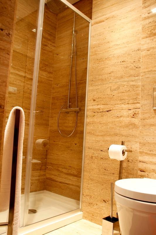 NAZ House4Rent - Bathroom Suite