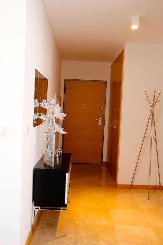 NAZ House4Rent - Hall