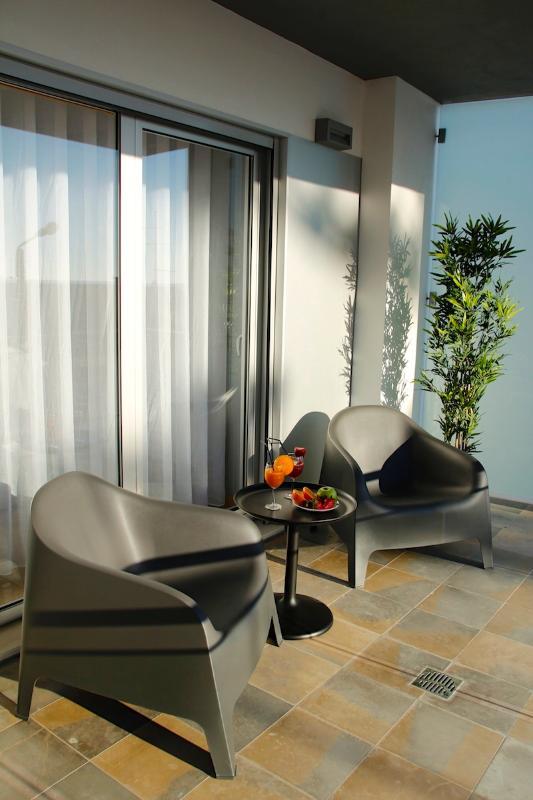 NAZ House4Rent - Balcony