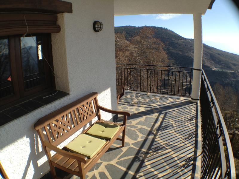 Amplia terraza con inmejorables vistas.