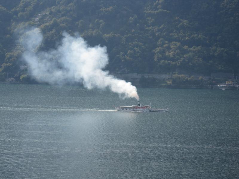 boot gezien vanaf balkon